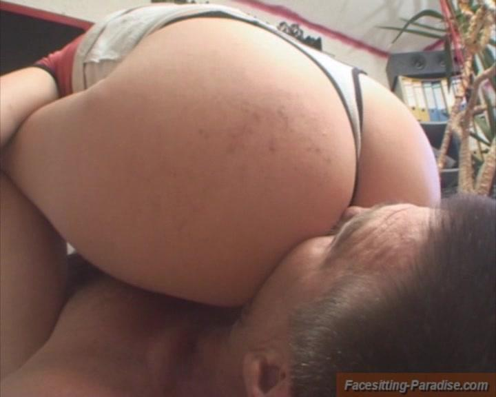 She rides him and he sucks her toes 3