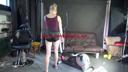 *** Sexy MIA wearing a black shiny nylon shots and a purple top during her workout on the cross trainer (Video)***