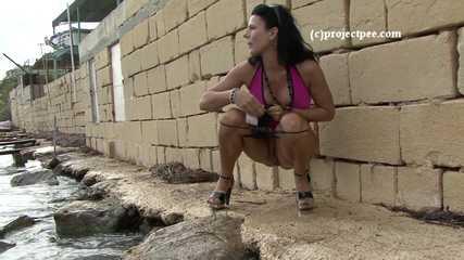 016191 Eve Takes A Daring Pee Into The Sea
