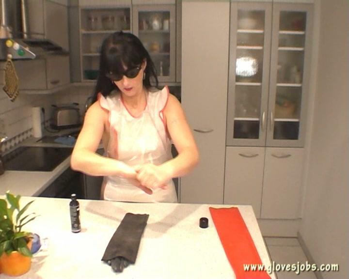 Gloves Jobs - The World Of Glovefetish  Latex N Rubber Bath-3941