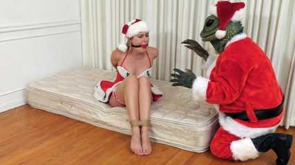 The Return Of The Santamander! - Vika