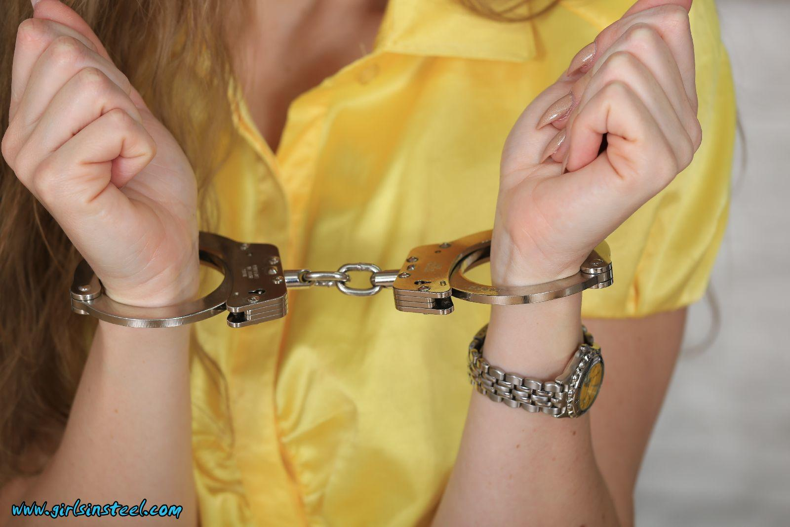 handcuffed-nude-chicks