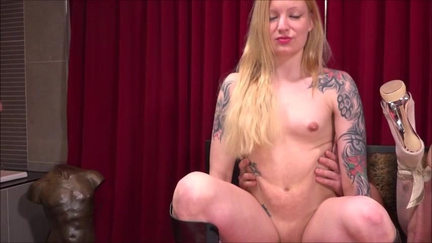 Dolly Riesenpimmel Schwarz Massage