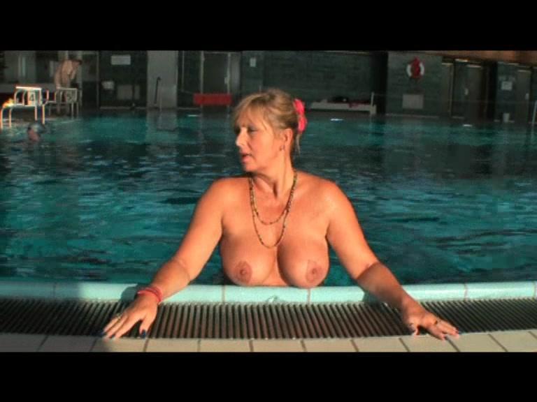 Nackte Im Schwimmbad