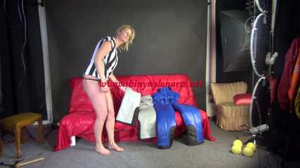Watching SEXY PIA trying on several downbibs of crazy sensations (Video)