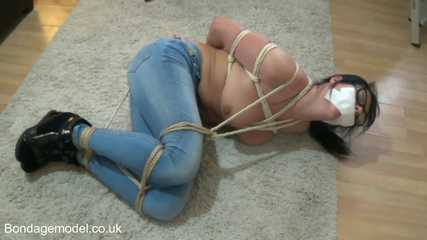 Raven Lee Bimbo Diva ball tied