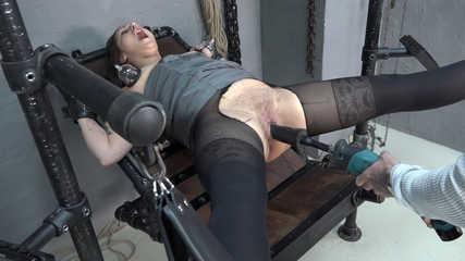 Samira - fucking machine Squirt