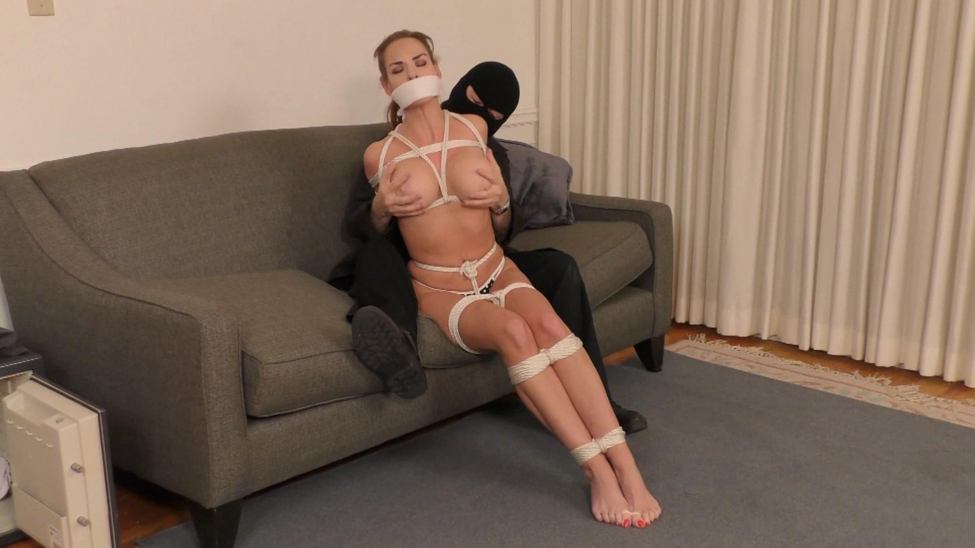 A tied up vyxen steel gets her throat pussy amp ass fucked 2